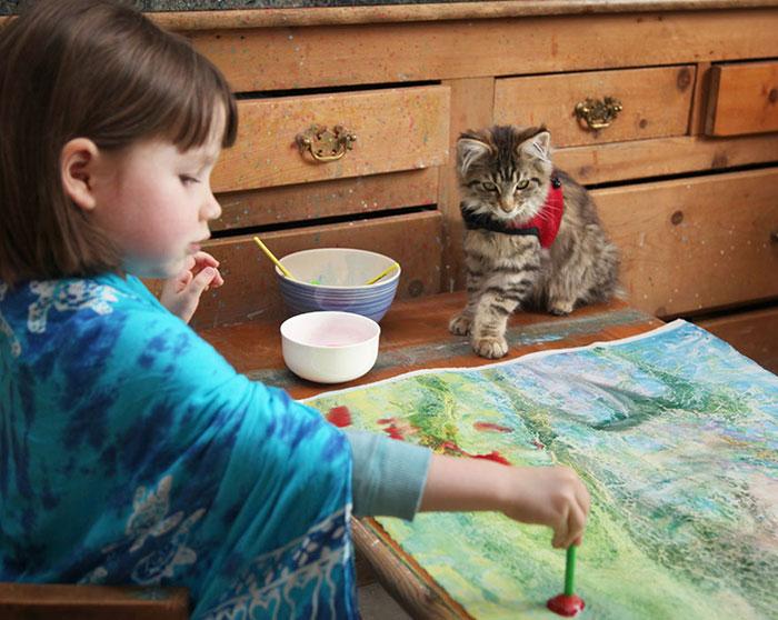Photo of طفلة توحد Autism تُبدع بلوحاتها الفنية Iris Grace