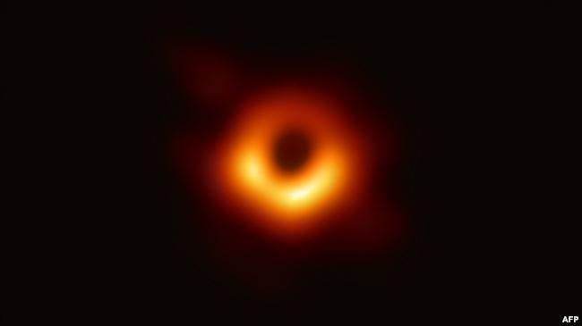 أول صورة حقيقة للثقب الأسود