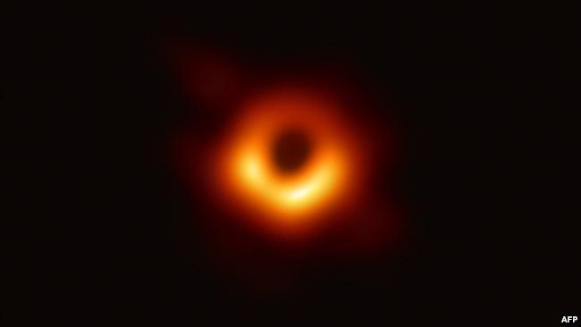 Photo of أول صورة حقيقة للثقب الأسود